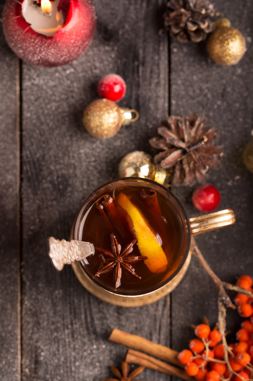 Easy Crock Pot Mulled Wine Recipe. Perfect as a signature cocktail for a cookie exchange party.